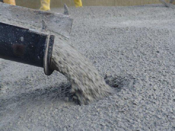 Какими характеристиками обладают надежные фирмы по приготовлению и доставке товарного бетона в пос. Марьино?